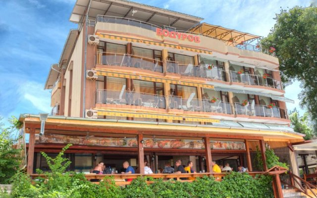Family Hotel Bodurov вид на фасад