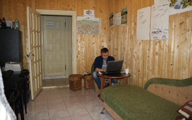 Гостиница Compass Inn Львов комната для гостей