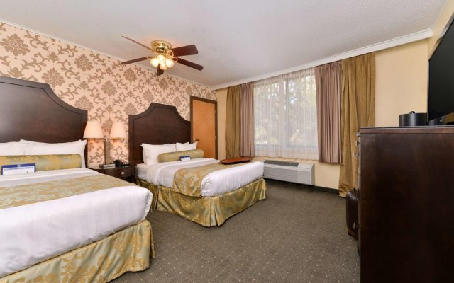 Best Western Plus St. Charles Inn 0