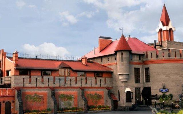 Отель Замок в Долине Пермь вид на фасад
