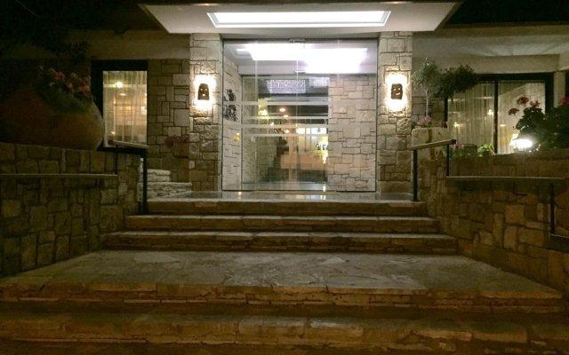 Dionysos Central Hotel вид на фасад