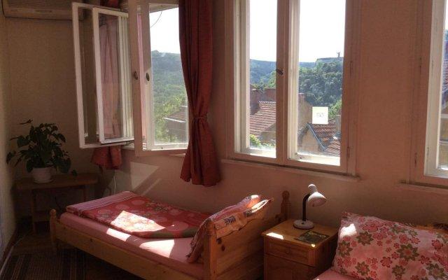 Отель Guest House Veliko Tarnovo Болгария, Велико Тырново - отзывы, цены и фото номеров - забронировать отель Guest House Veliko Tarnovo онлайн комната для гостей