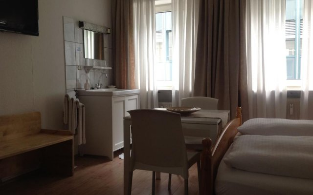 Отель Pension Lindner Германия, Мюнхен - отзывы, цены и фото номеров - забронировать отель Pension Lindner онлайн комната для гостей