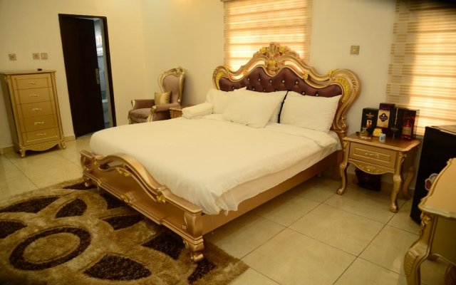 Апартаменты Deuces Court Apartments комната для гостей