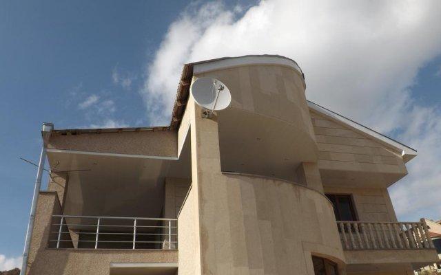 Отель Bari Holiday House вид на фасад