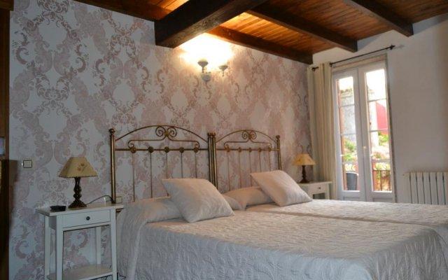 Hotel Puerto Arnela Камариньяс комната для гостей