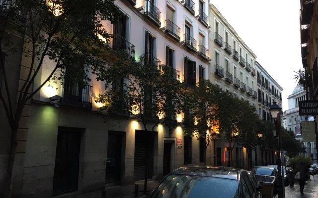 Отель Hotelo rooms Мадрид вид на фасад