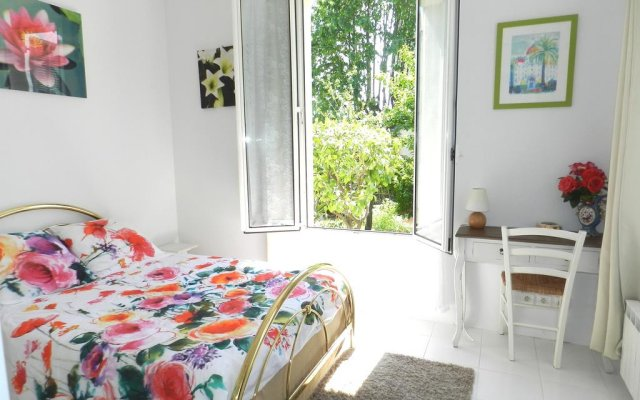Апартаменты Studio In Villa Josephine комната для гостей