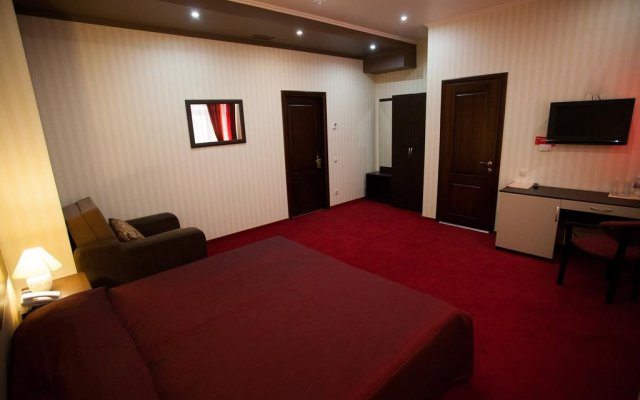 Delmont Hotel 2