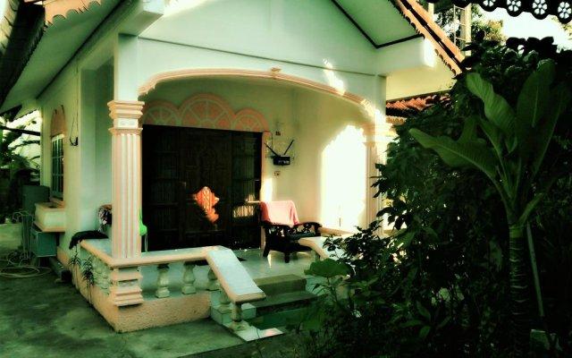 Отель Villa Arunsi Patong вид на фасад