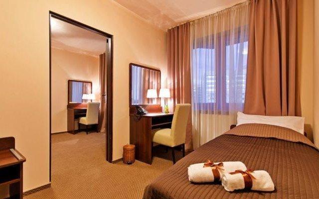 Отель Wiatraczna Варшава комната для гостей