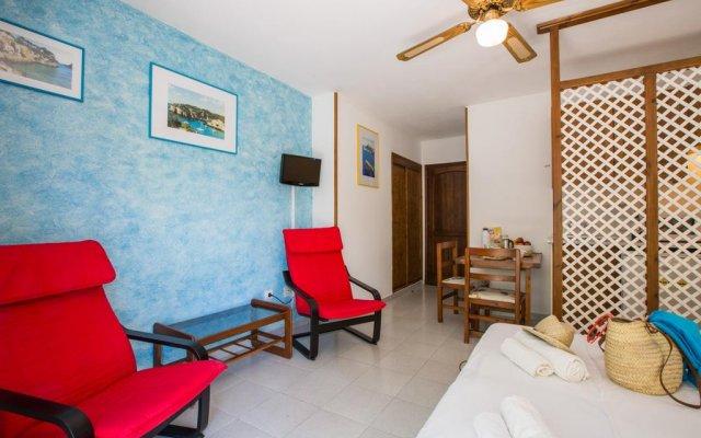 Отель Estel Blanc Apartaments - Adults Only комната для гостей