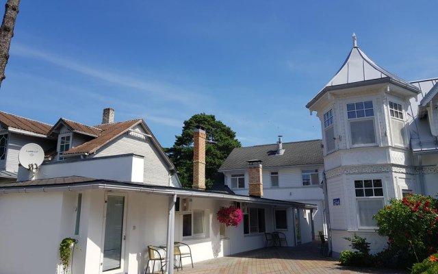 Апартаменты Naiza Guesthouse and Apartments вид на фасад