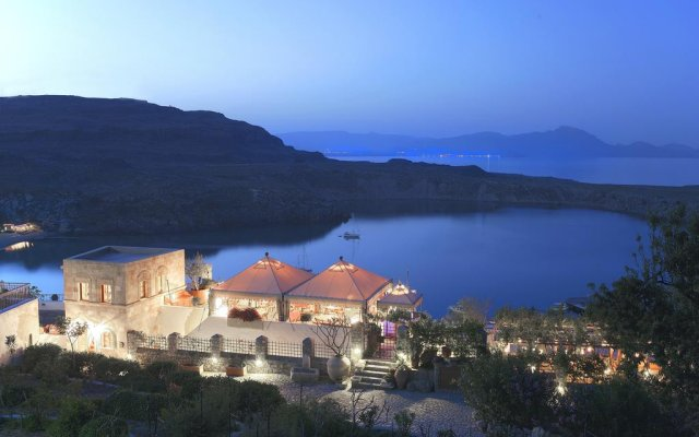 Отель Melenos Lindos Exclusive Suites and Villas вид на фасад