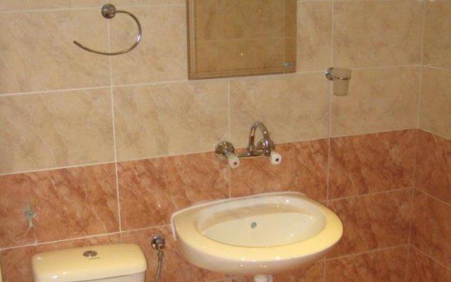 Отель Bedenski Bani Hotel Болгария, Чепеларе - отзывы, цены и фото номеров - забронировать отель Bedenski Bani Hotel онлайн ванная
