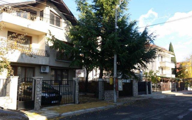 Отель Holiday Home Sarafovo вид на фасад