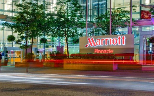 Отель Vancouver Marriott Pinnacle Downtown вид на фасад