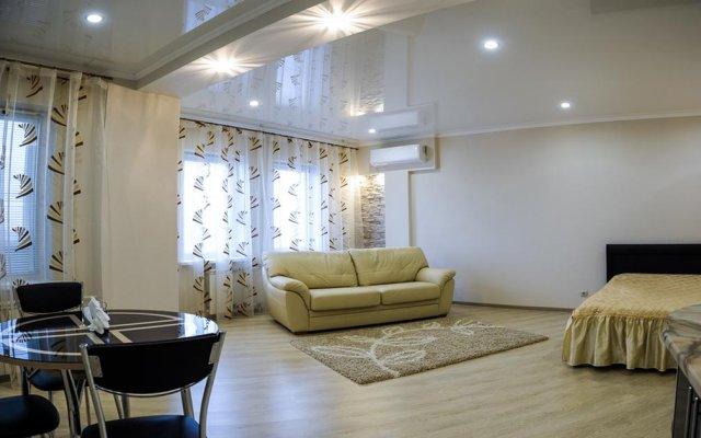 """Отель Apartament """"Berloga 55"""" on Zhukova Омск комната для гостей"""