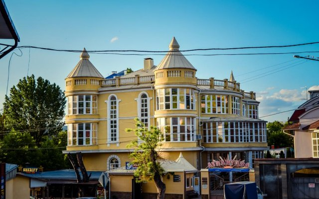 Гостиница Атлантида вид на фасад