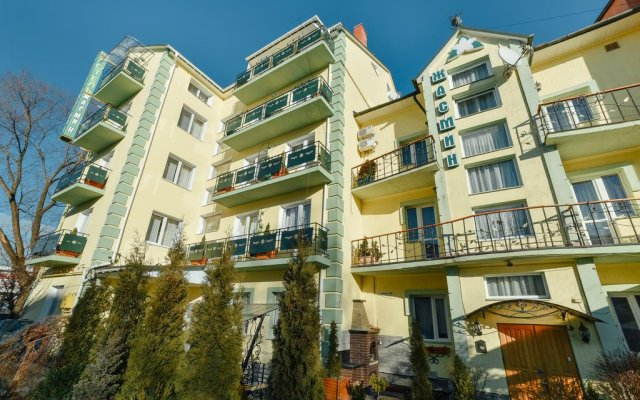 Гостиница СПА Вилла Жасмин Украина, Трускавец - отзывы, цены и фото номеров - забронировать гостиницу СПА Вилла Жасмин онлайн вид на фасад