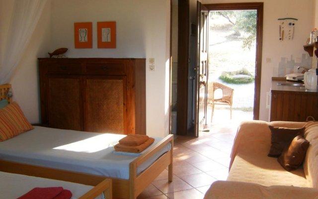 Отель Kortiri Studios Аристотелес комната для гостей