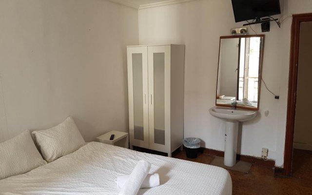 Отель Beach Break Guesthouse Испания, Сан-Себастьян - отзывы, цены и фото номеров - забронировать отель Beach Break Guesthouse онлайн комната для гостей
