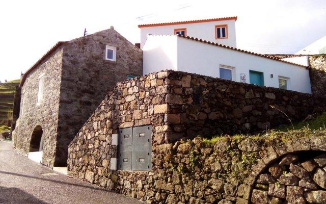 Отель Aldeia do Priolo вид на фасад