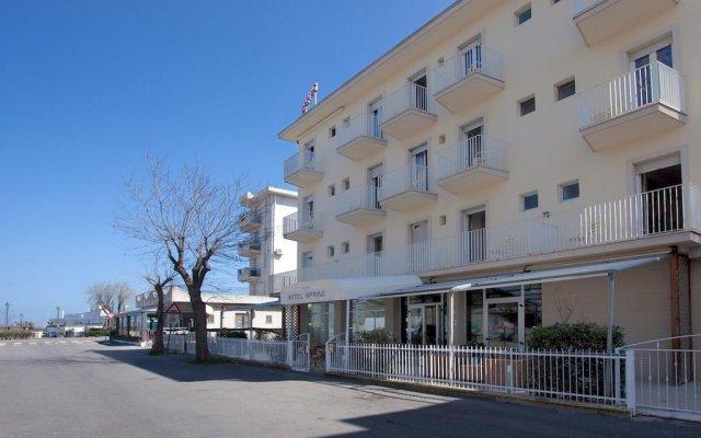 Hotel Spring Римини вид на фасад