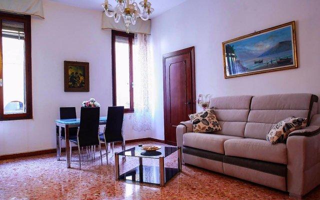 Отель Appartamento dei Frari Италия, Венеция - отзывы, цены и фото номеров - забронировать отель Appartamento dei Frari онлайн комната для гостей