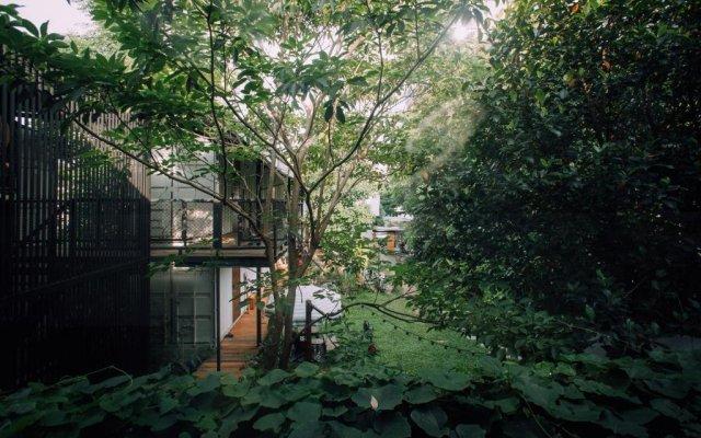 The Yard Hostel вид на фасад