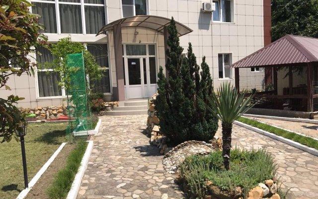 Гостиница Elladen Guest House в Ольгинке отзывы, цены и фото номеров - забронировать гостиницу Elladen Guest House онлайн Ольгинка вид на фасад