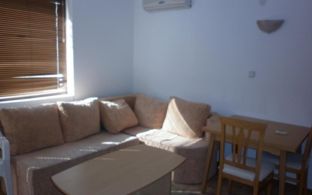 Апартаменты Eltrade Apartments in Vista Del Mar Равда комната для гостей
