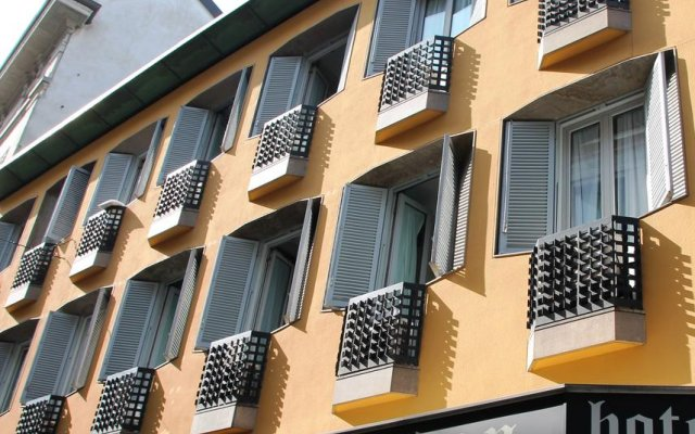 London Hotel вид на фасад