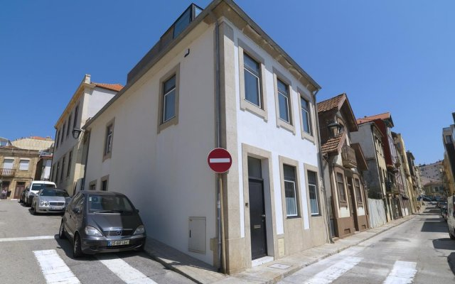 Отель Feels Like Home Porto Sea View House вид на фасад
