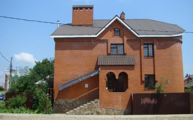 Хостел Ирон 2 вид на фасад