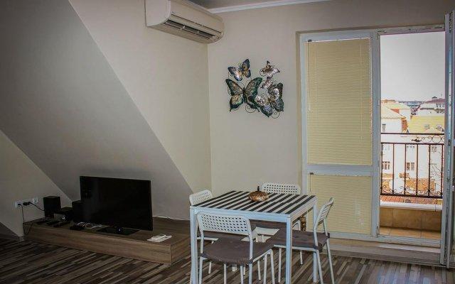 Апартаменты Sofia Art Gallery Vacation Apartments комната для гостей