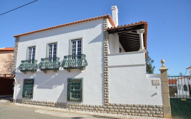 Отель Montejunto Eden - Casas de Campo вид на фасад