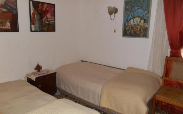 Отель Sunbeam Holiday Home Сливен комната для гостей
