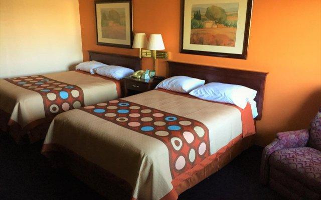 Отель Super 8 Altamont комната для гостей