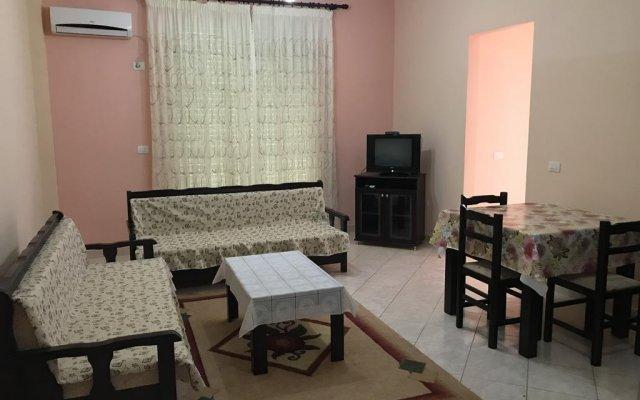 Апартаменты Ernest Apartments комната для гостей