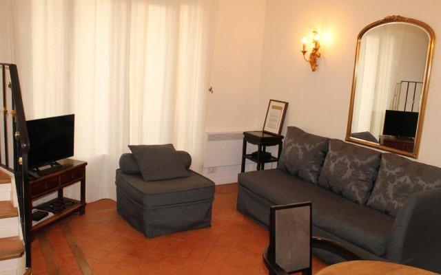 Апартаменты Mithouard Apartment комната для гостей