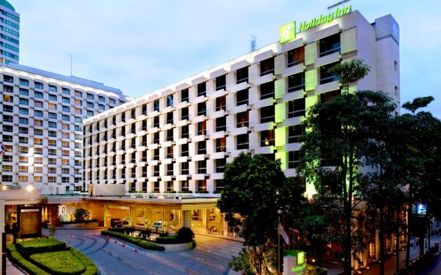 Отель Holiday Inn Bangkok вид на фасад