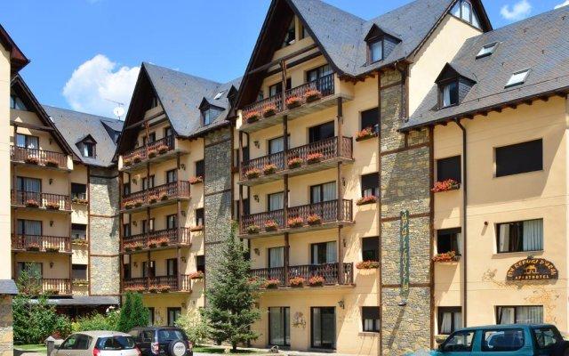 Отель Suite Aparthotel El Refugio de Aran Vielha вид на фасад