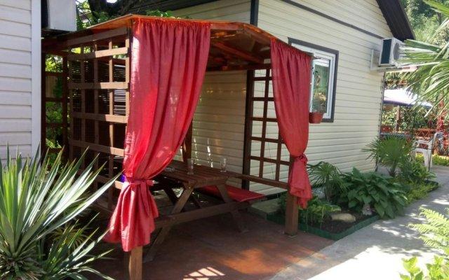 Гостиница Letniye Domiki Vacation Home балкон