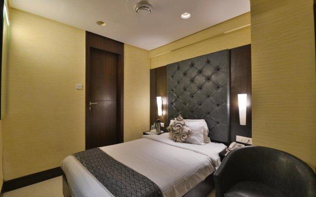Hotel The Golden Oak Raipur комната для гостей