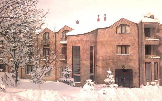 Alpina Hotel вид на фасад