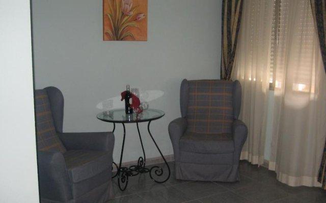 Отель Hostal Restaurante Las Ruedas комната для гостей