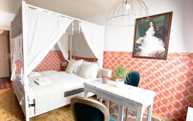 Апартаменты Design-Apartment Karlsplatz with Balcony Вена комната для гостей