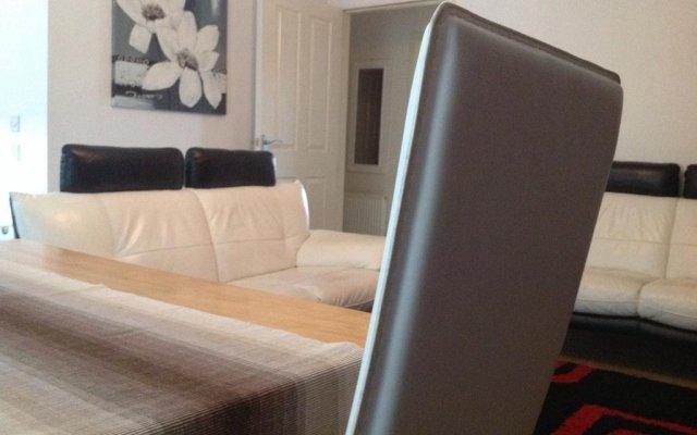 Апартаменты Bellway Commonwealth Apartment комната для гостей