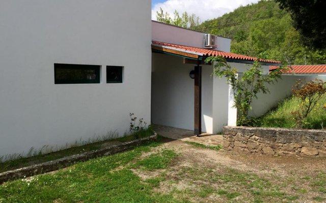 Отель Parque de Campismo Municipal de Bragança вид на фасад
